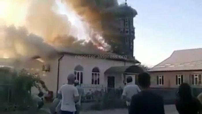Видео – В Сузаке сгорела мечеть