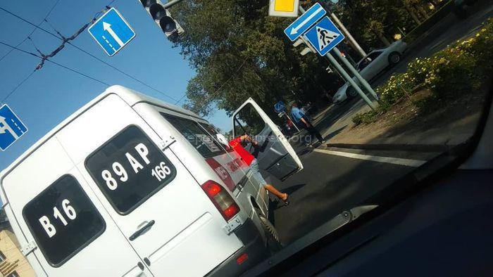Водителя маршрутки №166, высадившего пассажиров на перекрестке, оштрафовали на 1000 сомов