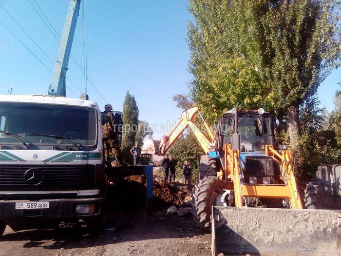 На улице Школьной села Воронцовка жители сами ремонтируют водопровод