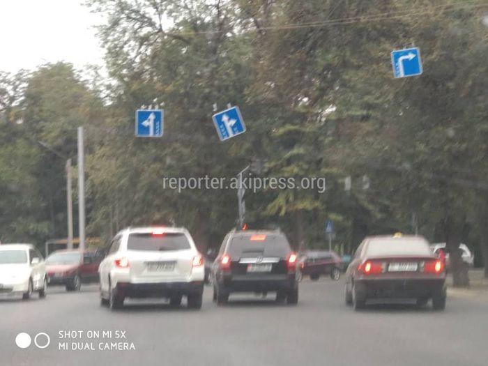 «Бишкекасфальтсервис» собирается поправить кривой дорожный знак на Московской-Фучика в течение дня