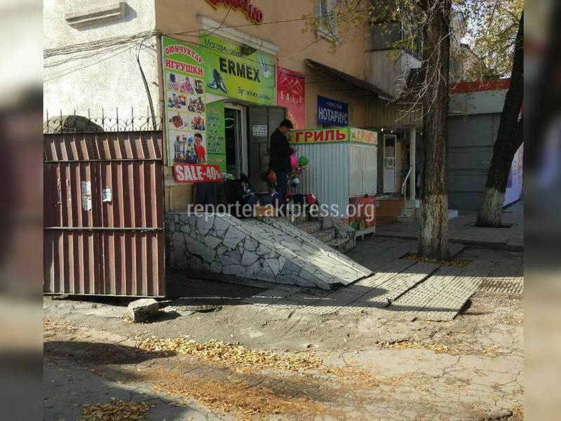 Законно ли появился павильон по продаже кур-гриль на улице Московской?