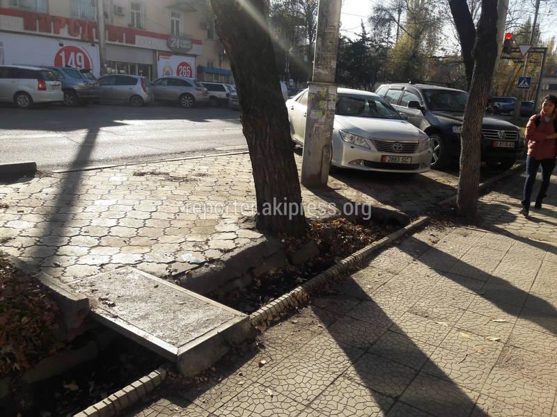 Ограничители парковки на Логвиненко-Боконбаева демонтированы (фото)