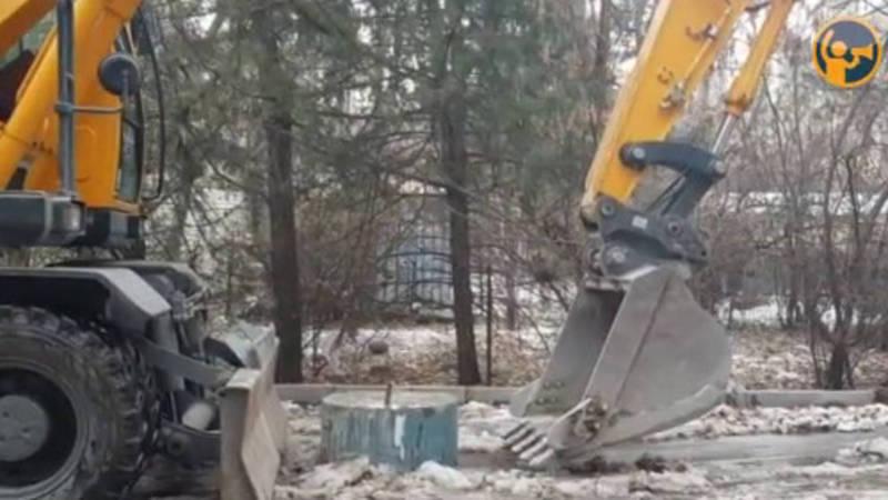 Бетонные блоки, блокирующие проезд в 11 мкр, демонтированы (видео)