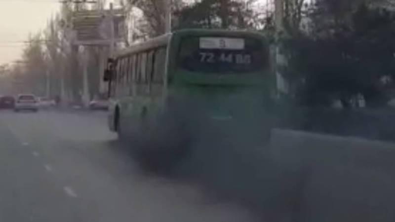 Сильно дымящий автобус №9 поставлен на ремонт