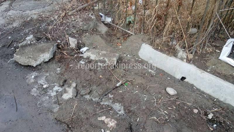 Когда уберут мусор и доделают ирригационную сеть в 6 и 11 мкр? (фото)