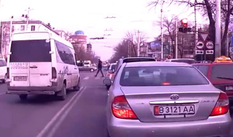 Маршрутка выехала на встречку. УОБДД оштрафовало водителя на 13 тыс. сомов по новым кодексам