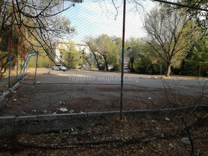 Бишкекчанин просит отремонтировать спортивную площадку на ул.Ш.Руставели (фото)