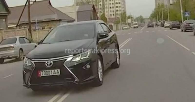 На Ахунбаева - Токтоналиева водитель «Тойоты» создал опасную ситуацию (видео)