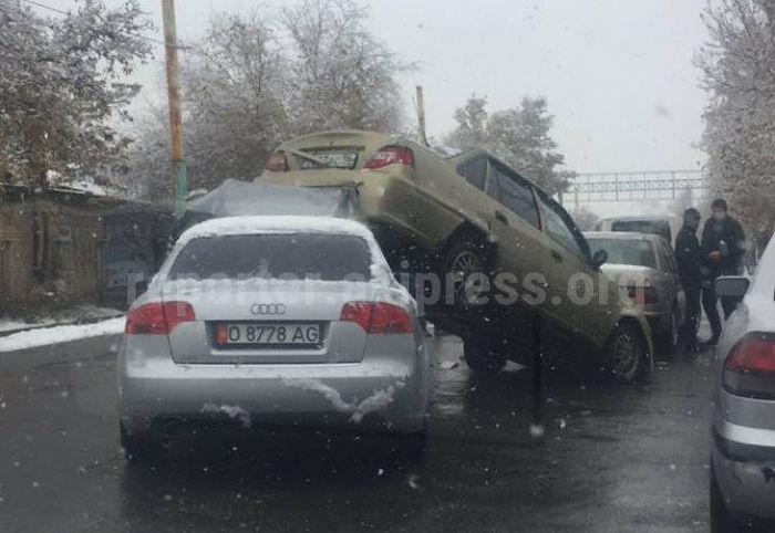 В Жалал-Абаде произошло ДТП <i>(фото)</i>