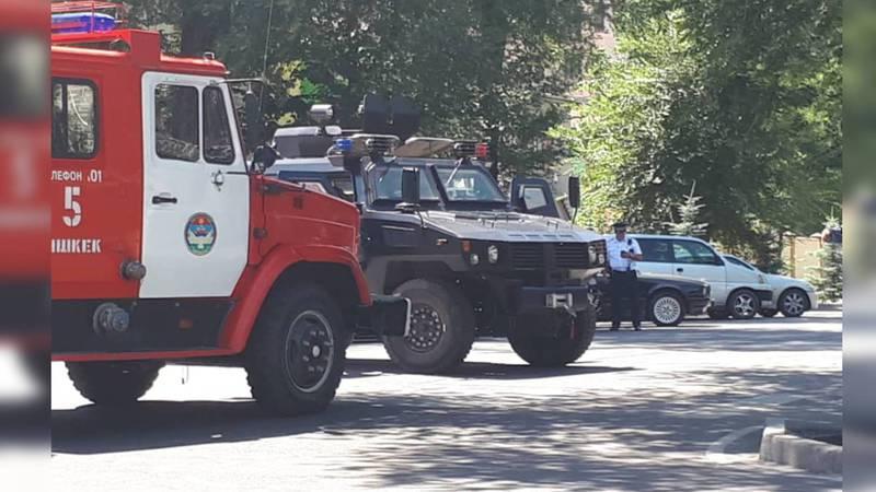 Для чего в центре Бишкека стоит военная техника? Фото