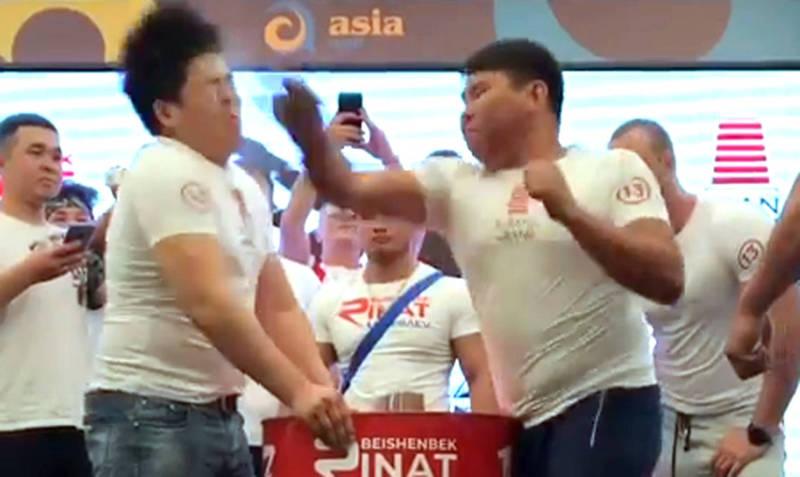 В Бишкеке прошел чемпионат по пощечинам
