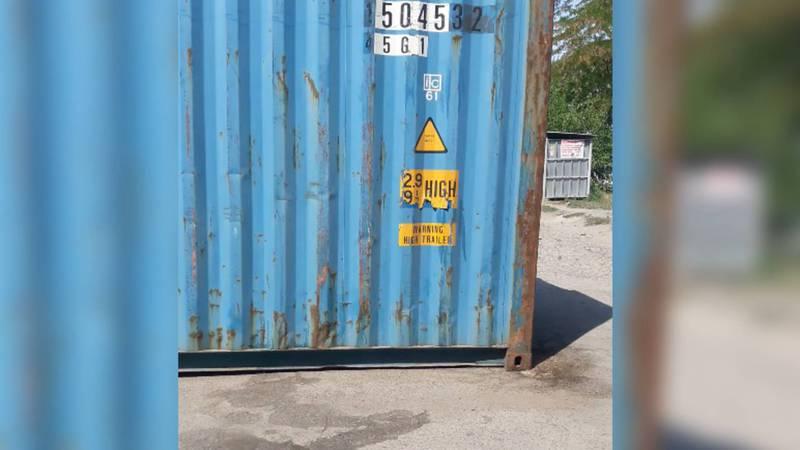 На Молодой Гвардии - Фрунзе на тротуаре поставили морской контейнер (видео)