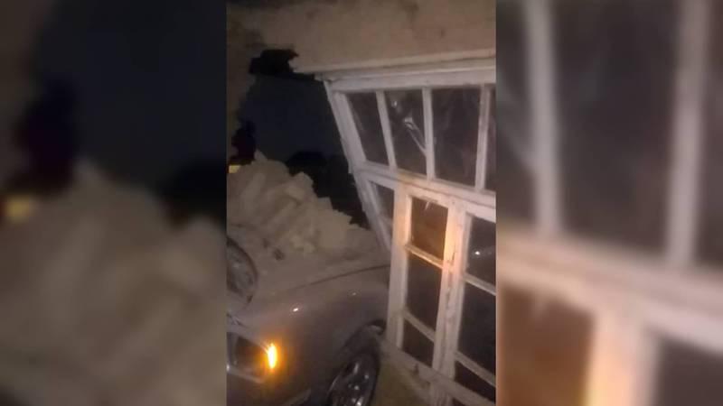 В Араванском районе «Мерседес» въехал в жилой дом. Фото