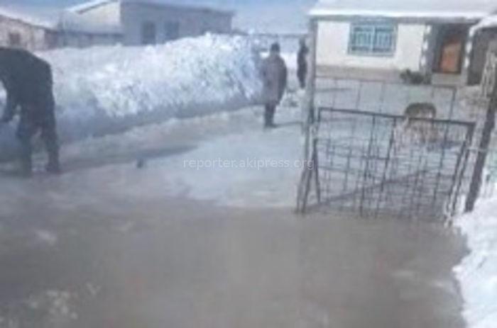 Суусамырдагы айылды сайдагы суулар каптап жатат <i>(видео)</i>