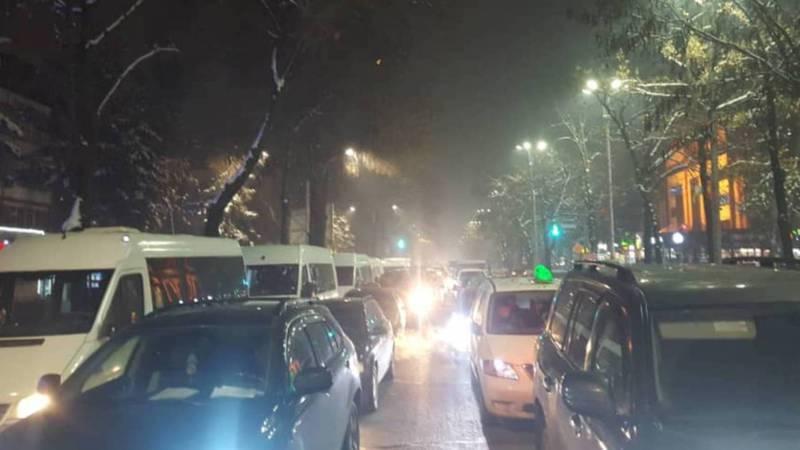 Бишкекчане жалуются на пробки в городе (видео, фото)
