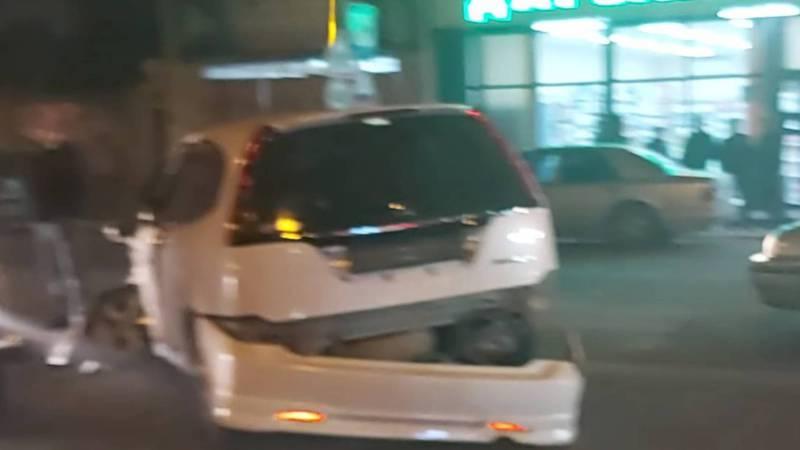 В Жалал-Абаде столкнулись три машины (видео, фото)
