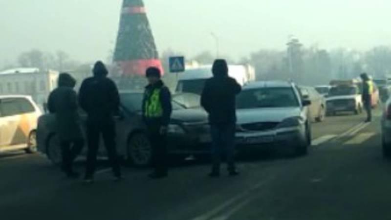 На площади Ала-Тоо произошло ДТП. Видео