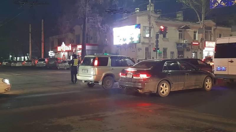Горожанин жалуется на постоянные пробки в Бишкеке. Фото