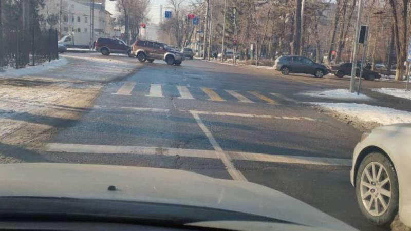 Водители должны останавливаться перед знаком стоп-линии, который установлен параллельно разметке, - ГУОБДД