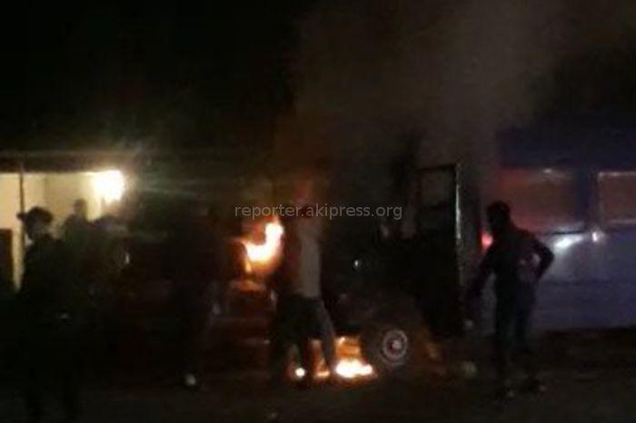 В селе Маевка сгорел микроавтобус <i>(видео)</i>