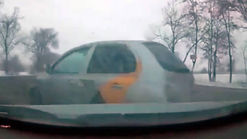 Таксист спровоцировал ДТП в пригороде Бишкека. Видео