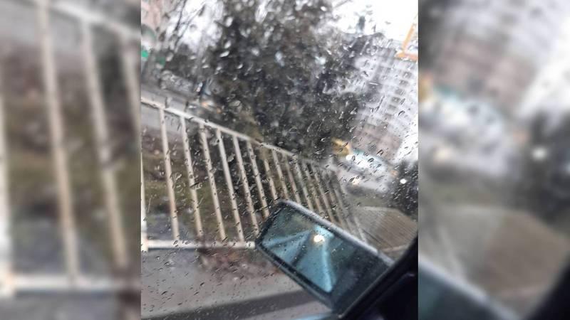 На улице 7 Апреля сломано металлическое ограждение. Фото