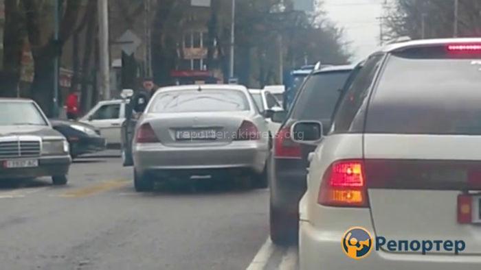 Водитель «Мерседеса» выехал на встречку и получил по заслугам <i>(видео)</i>