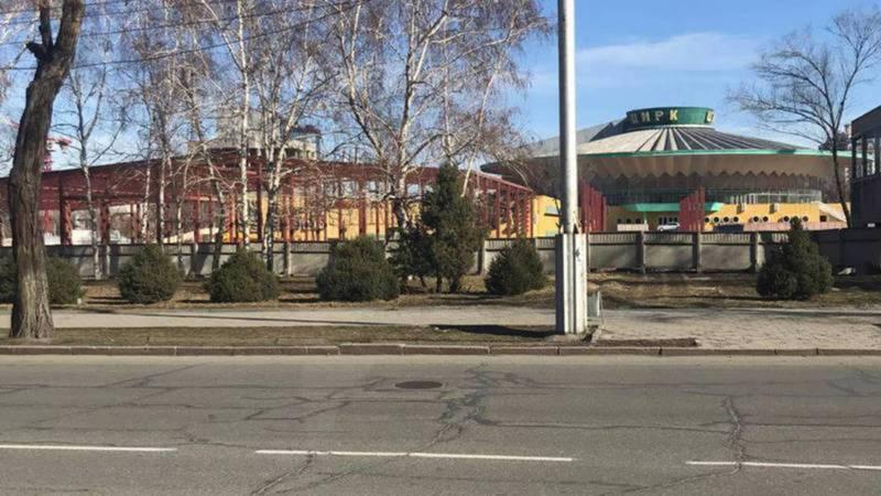 Возле цирка в центре Бишкека строится кафе