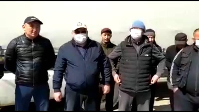 Кыргызских грузовперевозчиков в Казахстане начали пропускать через границу