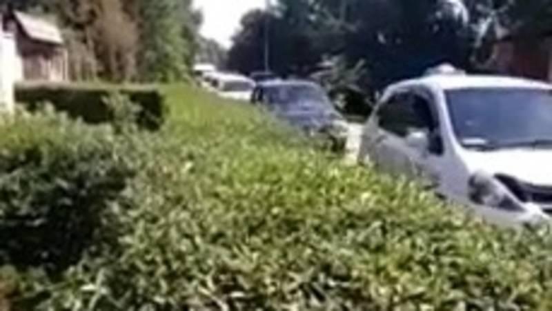 Горожанка жалуется на большой поток машин на ул.Хвойная. Видео