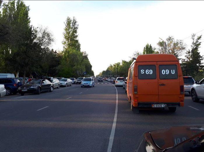 В Бишкеке на ул.Шабдан Баатыра образовалась длинная пробка (фото)