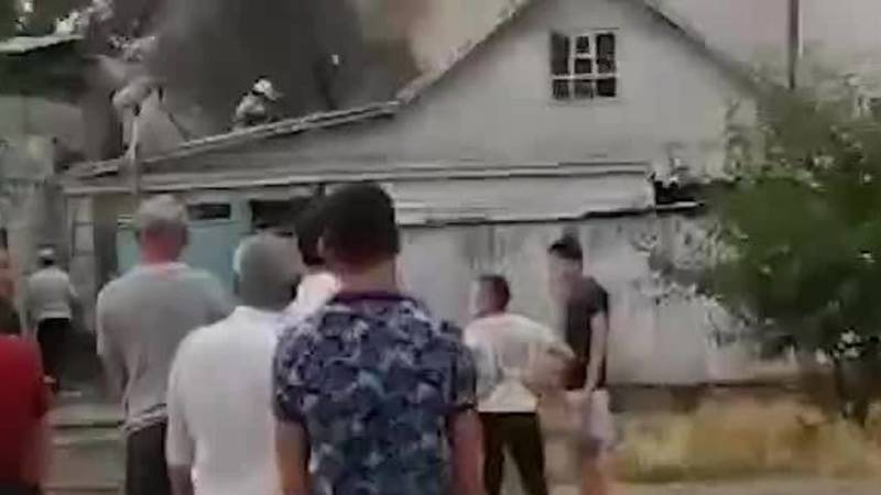 В Токмоке произошел пожар в жилом доме. Фото и видео