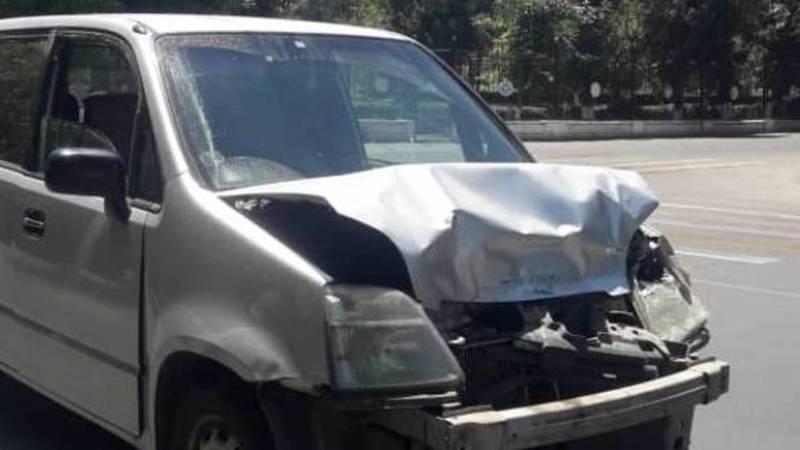 В Оше водитель «Хонды» без номеров устроил массовую аварию и скрылся с места ДТП. Фото