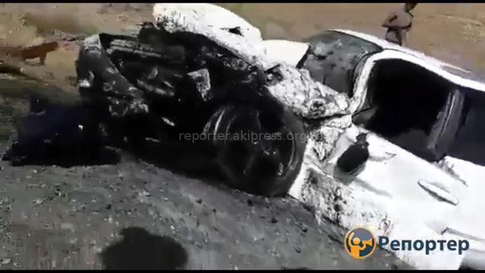 Видео — 10 человек госпитализированы после ДТП близ Нарына