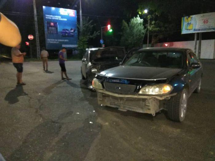 На Жибек Жолу—Абдрахманова столкнулись две машины <i>(фото)</i>