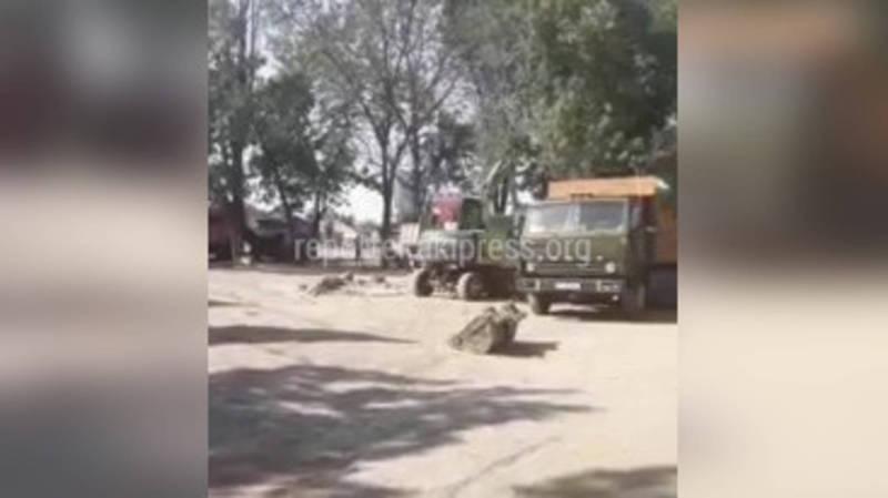 Водители грузовых машин устроили стоянку на улице Садыгалиева
