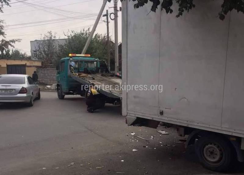 На пересечении улиц Куренкеева и Школьной столкнулись «Хонда» и грузовой бус