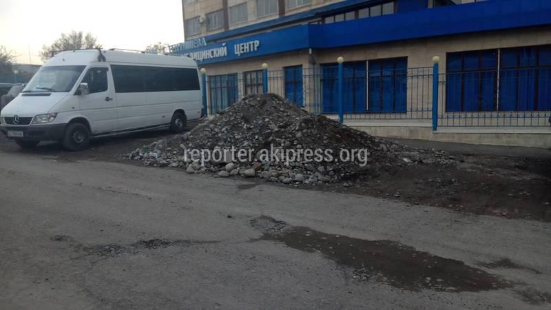 На улице Т.Айтматова провели земляные работы, но участок не привели в порядок (фото)