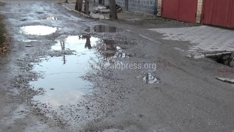 Бишкекчанка просит отремонтировать участок ул.Суюмбаева (фото)