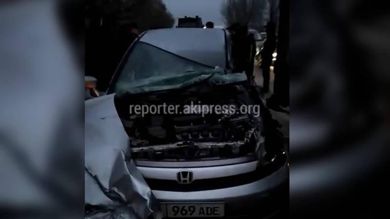 Видео — На объездной дороге произошло ДТП с участием грузовика и легковушки