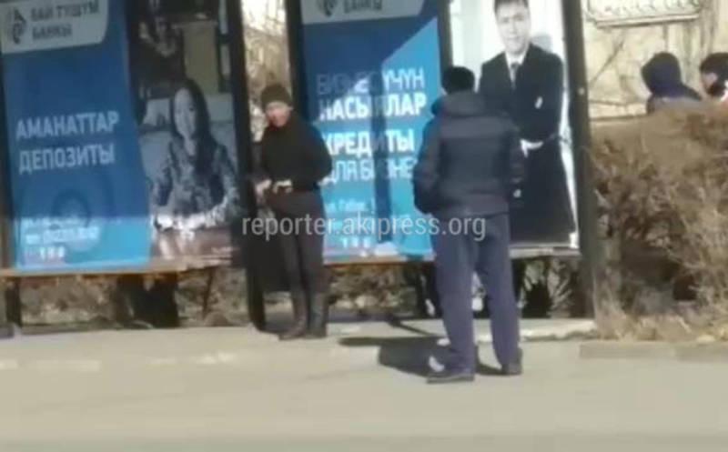 Видео — Жителя Каракола «поймали» за рукоблудием на улице