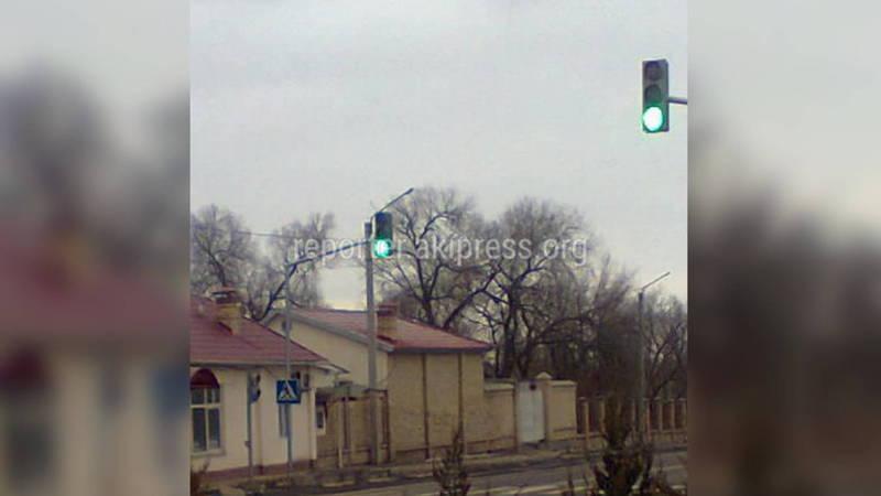 Зачем стоит светофор у ворот Генпрокуратуры?