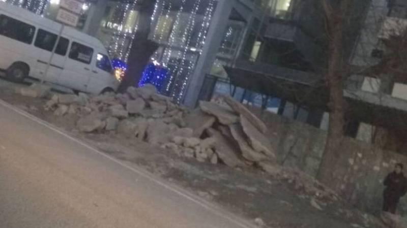 На ул.Уметалиева складируют строительный мусор, - бишкекчанин (фото)