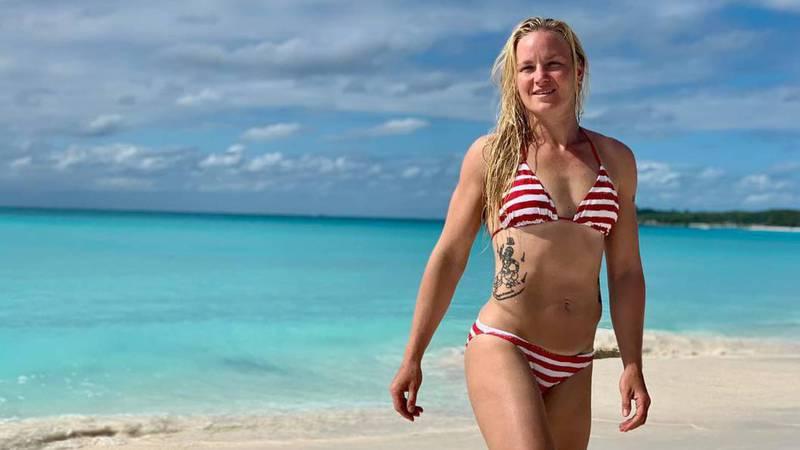 Чемпионка UFC В.Шевченко радует подписчиков горячими фотографиями с пляжей
