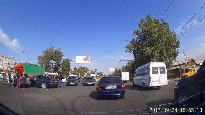 В Кызыл-Аскере произошло ДТП (видео)