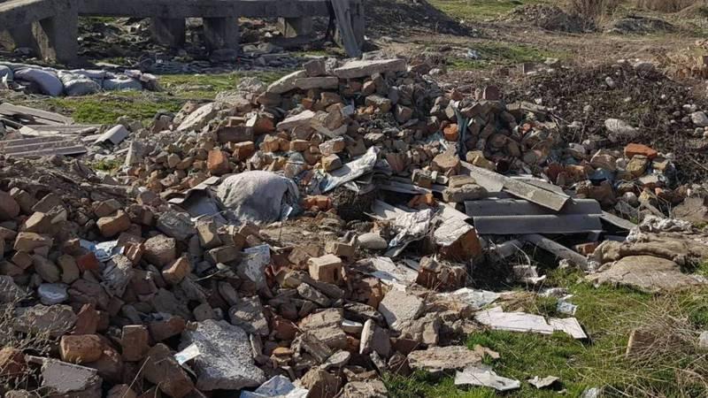 Парк в Рабочем городке завален строительным мусором, - житель столицы (фото)