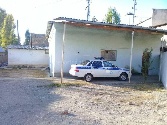 Почему в Исфане милицейская машина в рабочее время находилась на территории гостиницы? - читатель (фото)