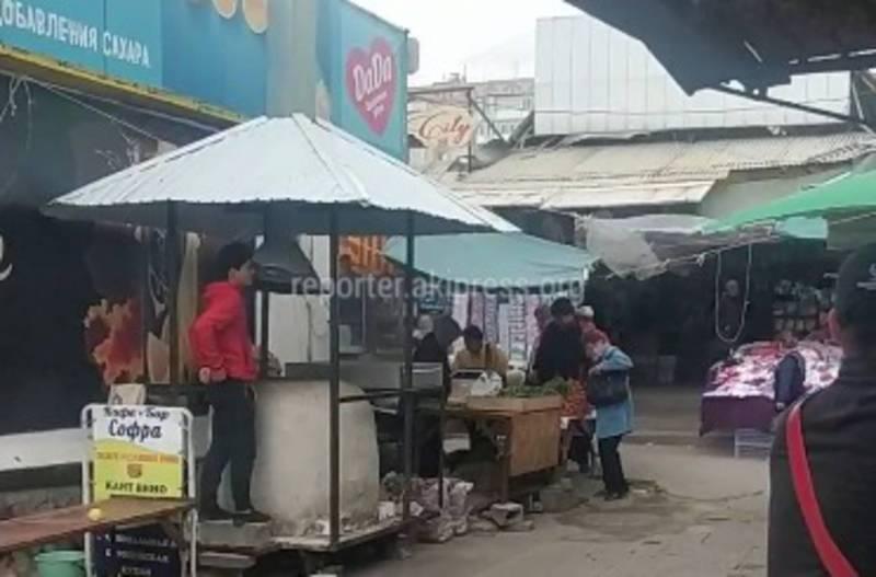 Бишкекчанин интересуется, законно ли установлен на Орто-Сайском рынке тандыр на проходе? (видео)