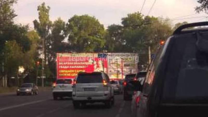 На Молодой Гвардии–Льва Толстого образуется пробка из-за дорожных знаков (видео)