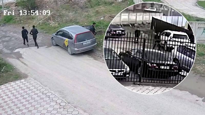 Во время жума-намаза в Джале из автомашины украли $20 тыс. и 400 тыс. сомов. Кража попала на видео